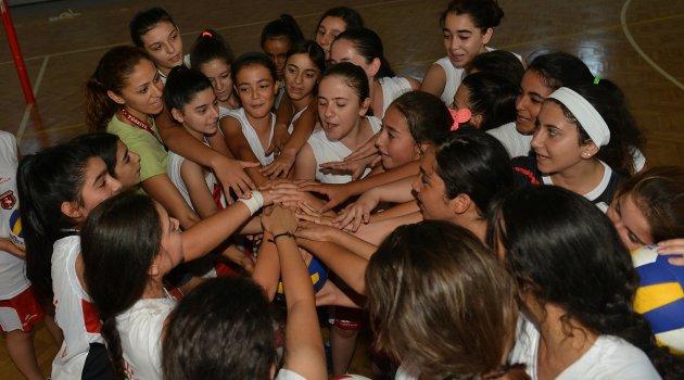 Çiğli'de yaz spor okulları heyecanı devam ediyor