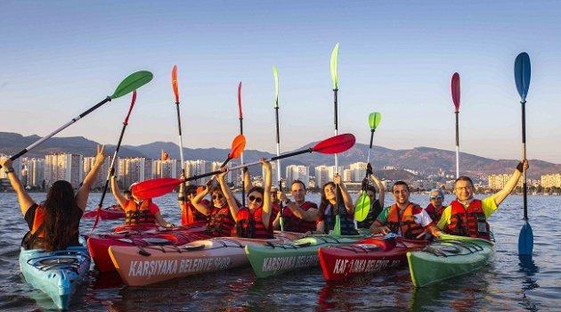 İzmir Körfezi kanolarla renkleniyor!