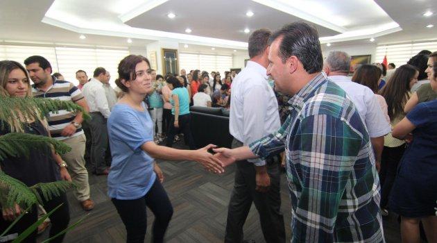 Menderes Belediye Başkanı Bülent Soylu, çalışma arkadaşlarıyla bayramlaştı.