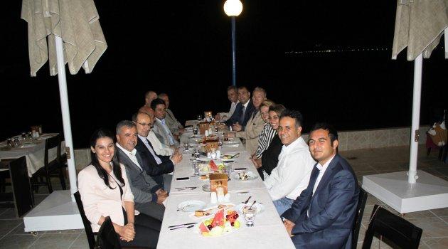Urla Kaymakamı ve Belediye Başkanı iftar verdi
