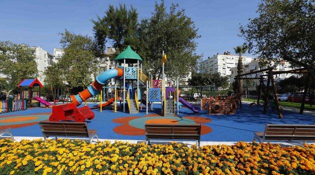 Konak'ta yeni parklar yoğun ilgi gördü...